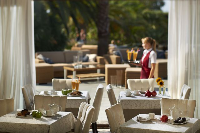 Pomegranate Wellness Spa Hotel - Хранене